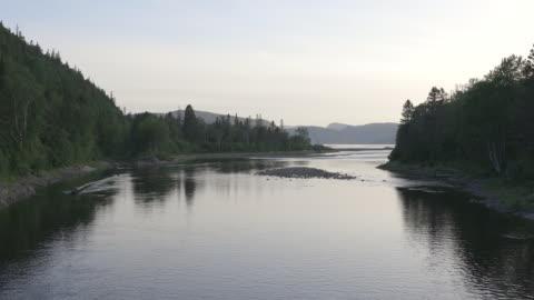 vidéos et rushes de rivière ste-marguerite en été au saguenay-lac-saint-jean, québec - activité de plein air