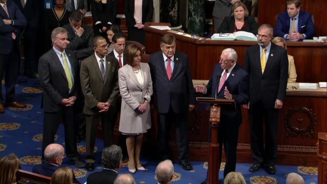 vídeos y material grabado en eventos de stock de steny hoyer says of late congressman elijah cummings who died hours earlier that some members would recall that at a time of distress and anger in... - distrito electoral