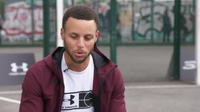 steph curry saying he respects colin kaepernick and other nfl players for their kneeling protests during the national anthem against police brutality... - ひざまずく点の映像素材/bロール