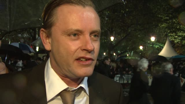 stephan elliot on the story and how it pokes fun at the english and americans at the london film festival easy virtue premiere at london - toccare con un dito video stock e b–roll