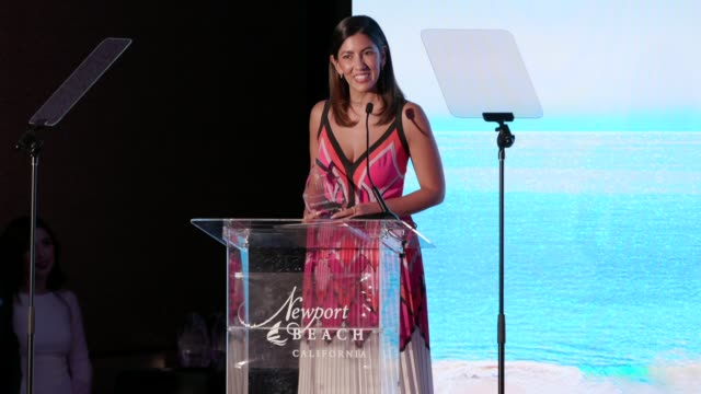 stockvideo's en b-roll-footage met speech stephanie beatriz at newport beach film festival fall honors and variety's 10 actors to watch at the resort at pelican hill on november 03... - filmfestival