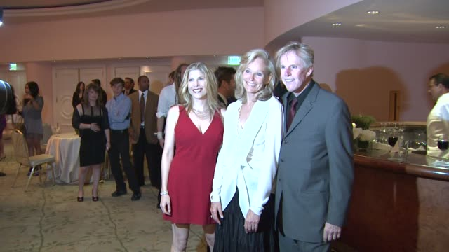 stephanie samuelson, brenda siemer-scheider, gary busey at the smiles from the stars: a tribute to the life and work of roy scheider at beverly hills... - ゲーリー ビジー点の映像素材/bロール