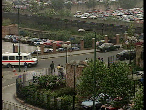stephanie slater kidnap/julie dart murder trial; itn england: nottingham: crown court tlms police van arriving and into court zoom in l-r - police force stock videos & royalty-free footage