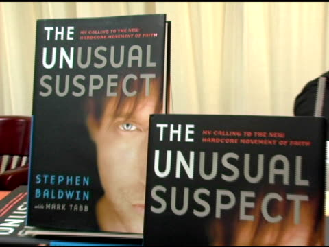 stephen baldwin and fans at the book signing by stephen baldwin of 'the unusual suspect: my calling to the new hardcore movement of faith' at barnes... - stephen baldwin stock-videos und b-roll-filmmaterial
