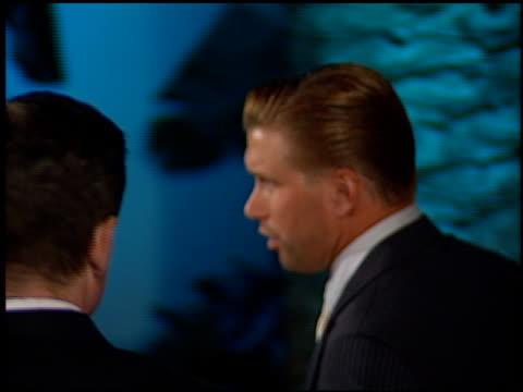 vídeos de stock, filmes e b-roll de stephen baldwin at the 1998 academy awards vanity fair party at morton's in west hollywood california on march 23 1998 - baldwin awards