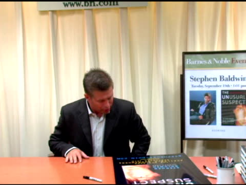 stephen baldwin at the book signing by stephen baldwin of 'the unusual suspect: my calling to the new hardcore movement of faith' at barnes & noble... - stephen baldwin stock-videos und b-roll-filmmaterial