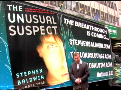 vídeos de stock, filmes e b-roll de stephen baldwin at the book signing by stephen baldwin of 'the unusual suspect my calling to the new hardcore movement of faith' at barnes noble new... - evento de autógrafos