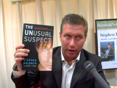 vídeos y material grabado en eventos de stock de stephen baldwin discusses the catalyst for writing his book the long trip of becoming born again and what the book is about at the stephen baldwin... - stephen baldwin