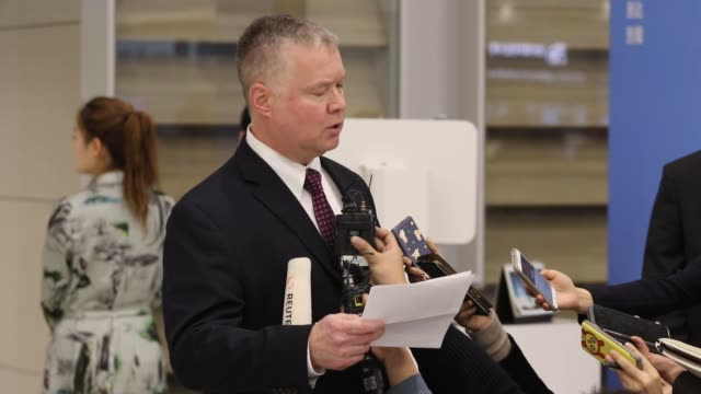 stockvideo's en b-roll-footage met stephen biegun the us special representative on north korea policy arrives after standing interview on arrives rounge at incheon international... - incheon
