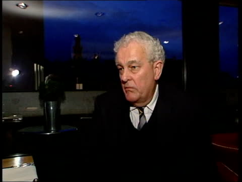 stephen byer defends adviser itn tam dalyell mp interviewed sot ideally she should offer her resignation if she doesn't do that the secretary of... - tam bildbanksvideor och videomaterial från bakom kulisserna