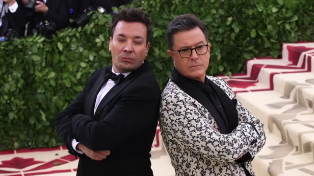 vidéos et rushes de stephen colbert and jimmy fallon at heavenly bodies: fashion & the catholic imagination costume institute gala at the metropolitan museum of art on... - gala