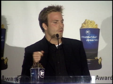 stockvideo's en b-roll-footage met stephen dorff at the 1999 mtv movie awards press room at barker hanger in santa monica california on june 5 1999 - stephen dorff