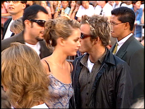 stockvideo's en b-roll-footage met stephen dorff at the 'cable guy' premiere at grauman's chinese theatre in hollywood california on june 10 1996 - stephen dorff