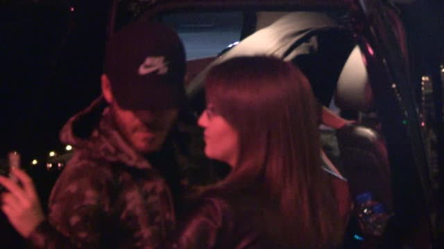 stockvideo's en b-roll-footage met stephen dorff greeting fans while departing craigs in west hollywood in celebrity sightings in los angeles - stephen dorff