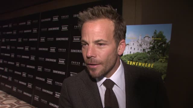 stockvideo's en b-roll-footage met stephen dorff on elle being a little girl yet a thespian jokes that he makes him feel short and he needs to wear lifts at the 'somewhere' special... - stephen dorff