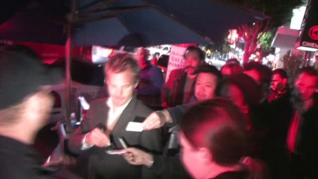 stockvideo's en b-roll-footage met stephen dorff outside hemingway's lounge in hollywood at the celebrity sightings in los angeles at los angeles ca - stephen dorff