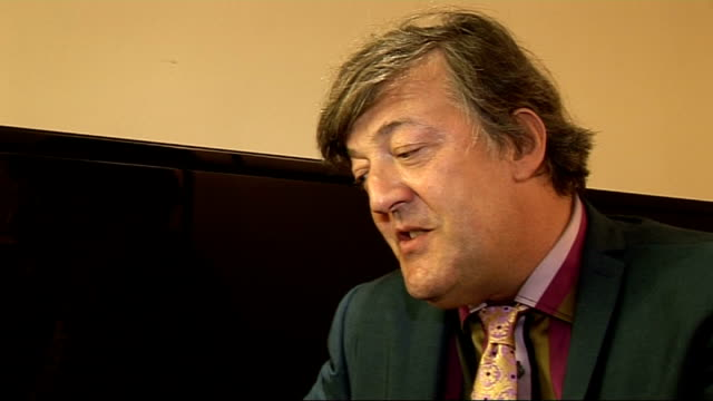 stephen fry interview on his new autobiography fry interview continues sot on the book being released as an ebook and a iphone app called myfry /... - スティーブン フライ点の映像素材/bロール