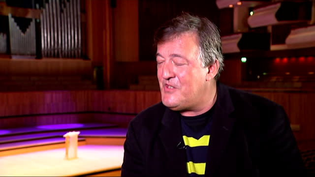 vidéos et rushes de stephen fry talks about drug addiction in new autobiography england london stephen fry interview sot re revelations about his past drugtaking in his... - stephen fry