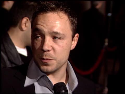 stephen graham at the 'gangs of new york' premiere at dga in los angeles, california on december 17, 2002. - ギャング・オブ・ニューヨーク点の映像素材/bロール