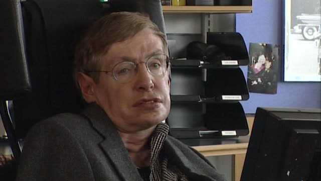 vídeos de stock, filmes e b-roll de stephen hawking saying that 'black holes are not that black after all' and that they emit 'hawking radiation' - big bang