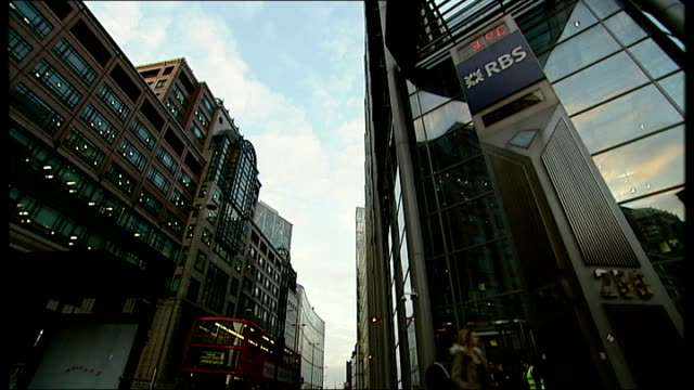 london rbs ext low angle shot of rbs name and clock outside bank low angle gv of rbs bank hq stuart fraser interview sot not a way to treat a highly... - ロイヤル・バンク・オブ・スコットランド点の映像素材/bロール
