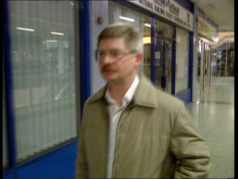 stephen lawrence murder inquiry itn london elephant castle int inspector steven groves along to give evidence to inquiry family of stephen lawrence... - murder stock videos & royalty-free footage