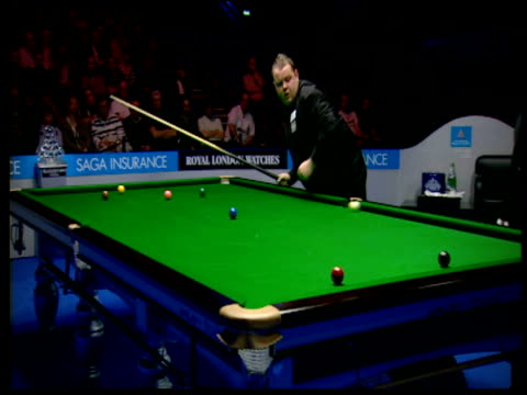 stephen lee flukes pot on red when escaping from snooker against graeme dott the masters wembley conference centre london jan 07 - pool cue sport stock videos & royalty-free footage
