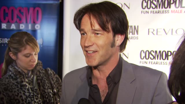 vidéos et rushes de stephen moyer on not getting his suit for tonight on having to pull together a last minute outfit on going out without underwear tonight on the most... - en dernier