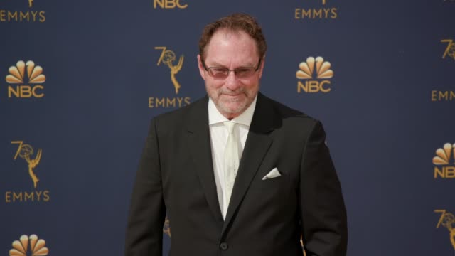 vídeos de stock, filmes e b-roll de stephen root at the 70th emmy awards arrivals at microsoft theater on september 17 2018 in los angeles california - 70th annual primetime emmy awards