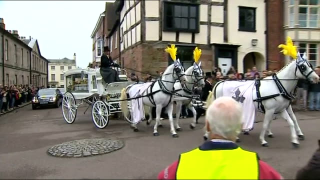 stephen sutton cancer appeal raises 5 million pounds; 29.5.2014 / t29051436 staffordshire: lichfield: ext horse drawn hearse carrying coffin of... - スタッフォードシャー リッチフィールド点の映像素材/bロール