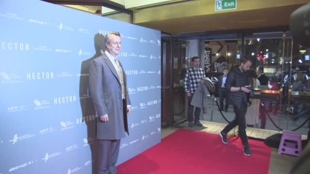 stockvideo's en b-roll-footage met stephen tompkinson at hector london gala screening at cineworld haymarket on december 07, 2015 in london, england. - stephen tompkinson