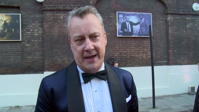 stockvideo's en b-roll-footage met stephen tompkinson on kevin spacey, the old vic and mobile phones at gala celebration in honour of kevin spacey on 19th april 2015 in london, england. - stephen tompkinson