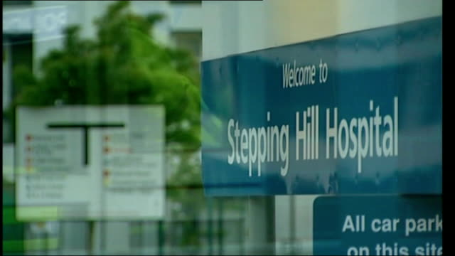 police given more time to question nurse england greater manchester stockport ext sign outside stepping hill hospital police officers at hospital... - stockport bildbanksvideor och videomaterial från bakom kulisserna