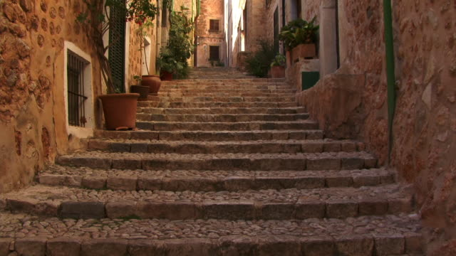 ms, tu, la, steps between buildings in old town, spain, balearic islands, mallorca, fornalutx - old town stock videos & royalty-free footage