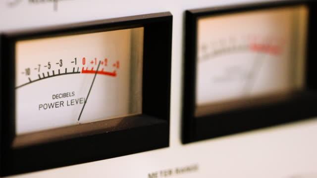 stockvideo's en b-roll-footage met stereo meter - stereo