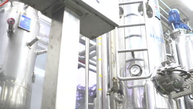 des sterilen medical manufacturing, quality control - qualitätsprüfer stock-videos und b-roll-filmmaterial
