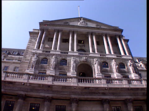 sterling crisis imminent ext lagv front of bank of england tilt down c11059201 itn - 1992 stock videos & royalty-free footage