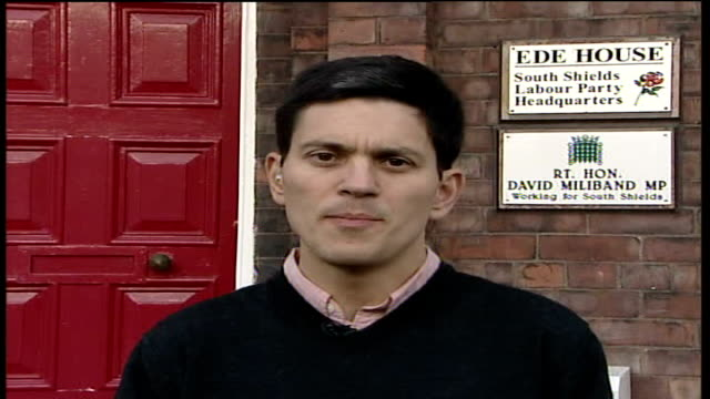 stockvideo's en b-roll-footage met stern reports warns of 36 trillion pound climate change cost england tyne and wear south shields david miliband mp interview sot discusses stern... - tyne and wear