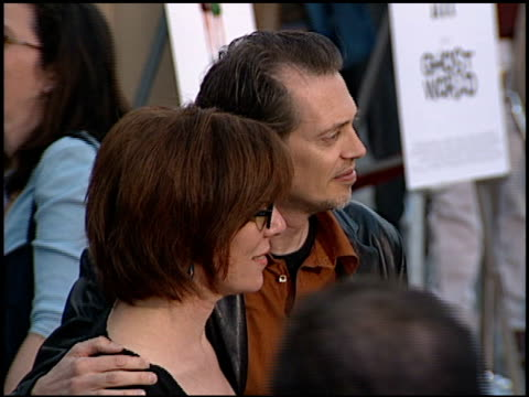 steve buscemi at the 'ghost world' premiere at the egyptian theatre in hollywood california on july 18 2001 - steve buscemi stock videos & royalty-free footage