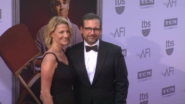 vídeos de stock, filmes e b-roll de steve carell and nancy carell at the american film institute's 43rd life achievement award gala tribute to steve martin at dolby theatre on june 04... - american film institute