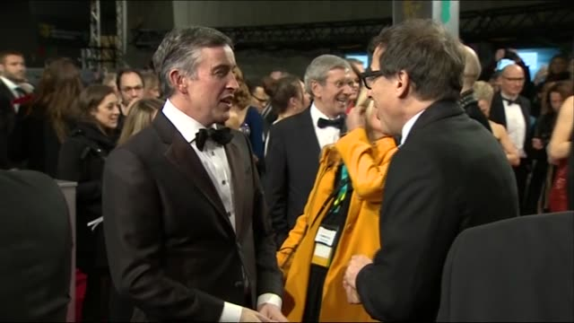 vidéos et rushes de steve coogan and david o russell greet each other on the red carpet of the baftas 2014 - steve coogan
