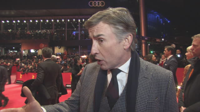vidéos et rushes de interview steve coogan on on working with richard gere the cast trying not to be there weak link at berlin film festival 'the dinner' red carpet at... - steve coogan