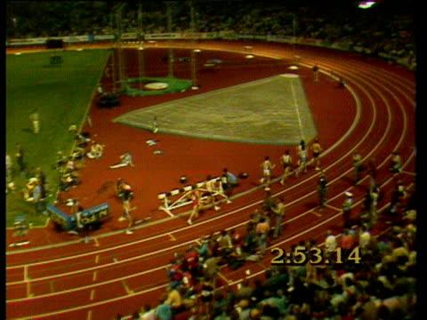 steve cram competes against other athletes at the 1985 bislett games - steve cram bildbanksvideor och videomaterial från bakom kulisserna