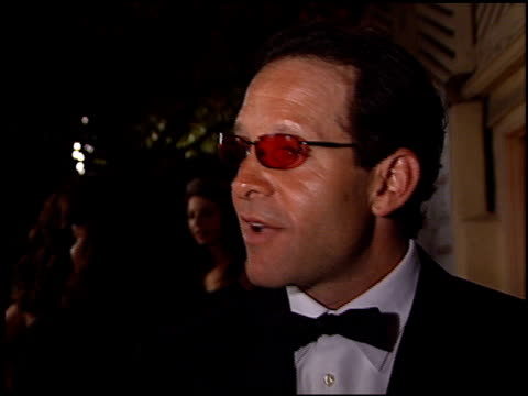 steve guttenberg at the 2001 academy awards - red carpet and spago party at the shrine auditorium in los angeles, california on march 25, 2001. - スティーヴ グッテンバーグ点の映像素材/bロール