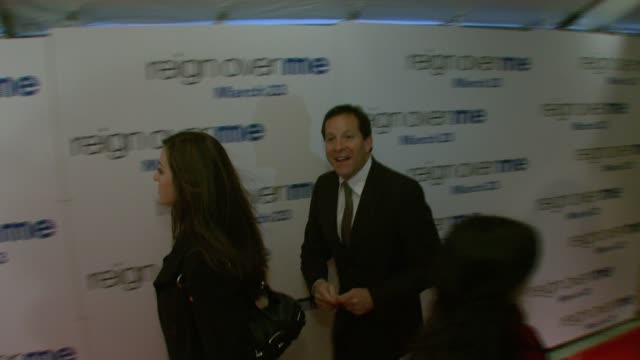 steve guttenberg at the 'reign over me' world premiere at skirball center for the performing arts at nyu in new york, new york on march 20, 2007. - スティーヴ グッテンバーグ点の映像素材/bロール