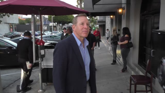 steve guttenberg is asked about monica lewinski's withdrawn invite in west hollywood in celebrity sightings in los angeles, - スティーヴ グッテンバーグ点の映像素材/bロール