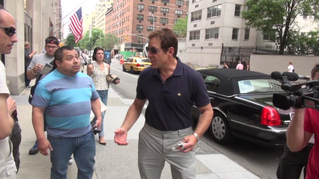 steve guttenberg walking to the huffington post poses for a photo with a fan before going in - celebrity sightings in new york on august 06, 2014 in... - スティーヴ グッテンバーグ点の映像素材/bロール