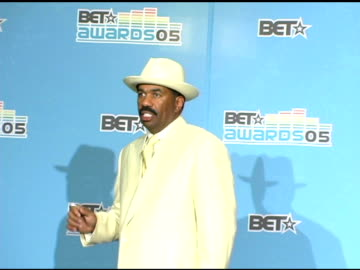 stockvideo's en b-roll-footage met steve harvey at the 2005 bet awards press room at the kodak theatre in hollywood, california on june 29, 2005. - black entertainment television