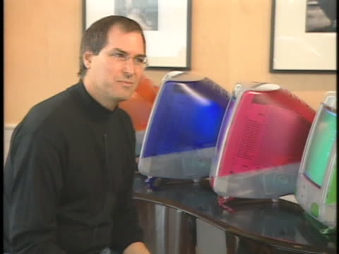 steve jobs discusses his top selling apple computer. - apple computer stock-videos und b-roll-filmmaterial
