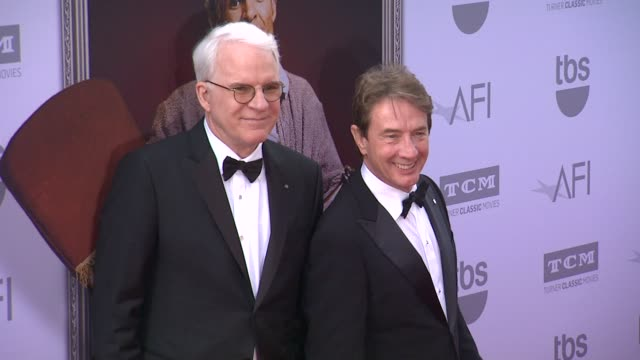 vídeos de stock, filmes e b-roll de steve martin and martin short at the american film institute's 43rd life achievement award gala tribute to steve martin at dolby theatre on june 04... - american film institute